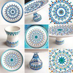Porselein schilderen. Stippen op servies met porseleinverf. Twee verschillende schoteltjes met hetzelfde patroon gemaakt in verschillende kleuren.
