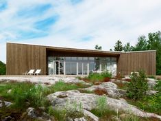 Scandinavian One-Storey House with Asymmetrical Roof – Folded Roof House | DigsDigs