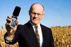 Vuelven la moda de los teléfonos plegablesEste año,ha vuelto la tendencia entre muchos artistas y empresarios, de usar loscelulares de estilo plegable.  Todo parece como si fuera una ... Check more at http://www.tuiris.com/vivir-mejor/por-que-vuelven-los-telefonos-plegables/