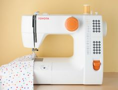 APRENDE A COSER 8 - PUNTADAS BÁSICAS DE LA MÁQUINA DE COSER Diy Clothes Patterns, How To Make Shorts, Sewing Hacks, Dressmaking, Diy And Crafts, Patches, Crafty, Learning, Knitting