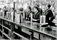 History in Photos: World War I - women workers