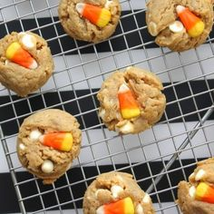 Edible (Egg-less) Cookie Dough. Make this creamy, edible cookie dough and skip the baking. Dough is the best part anyways Peanut Butter White Chocolate, White Chocolate Candy, Peanut Butter Bars, Creamy Peanut Butter, Candy Corn Cookies, Edible Cookies, Edible Cookie Dough, Sugar Cookies, Crumble Topping