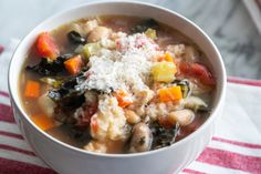 One of my favorite Italian soup staples, adapted for your slow cooker! The ciabatta at the end adds such an amazingly velvety texture to the soup. Slow Cooker Quinoa, Slow Cooker Chili, Slow Cooker Recipes, Crockpot Recipes, Cooking Recipes, Giada Recipes, Easy Recipes, Barbecue Recipes, Oven Recipes