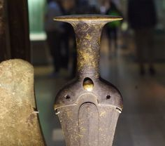 Bronze Age dagger hilt from the Thamse. 1700-1500 BC