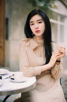 Korean Fashion – Long sleeved, slim dress with bow - Long Sleeve Dress Korean Fashion Trends, Asian Fashion, Fashion Tips, Fashion Design, Fashion Women, Geisha, Bodycon Dress Formal, Formal Dresses With Sleeves, Korean Model