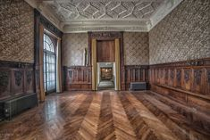 Photographer Kris Catherine gives an exclusive look inside the opulent mansions of Elkins Estate Architecture Old, Historical Architecture, Architecture Details, Old Mansions, Mansions For Sale, Lynnwood Hall, Staircase Drawing, Mansion Designs, Retreat House
