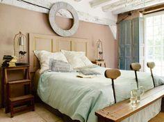 毎朝爽やかに目覚めよう♪ 南フランス風ベッドルームのコーディネート
