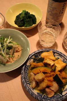 dinner on Wed. 11 Mar. 2015: braised chicken, pumpkin, Kon'nyaku, Aburaagé, tofu with Shiso, Mizuna by sesame sauce, boiled spinach, pickled Daikon, sake then caciocavallo from Chiba & red wine  I'm cold, the hands don't get warm while eating. Let's see tomorrow hoping I don't catch a cold.