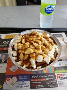 Restaurant Chez T-Yvon Patates 596 Rue Principale, Saint-Amable (Québec) Poutine  Excellente 4.5/5 Poutine, Restaurant, Saint, Cereal, Breakfast, Food, Main Street, Morning Coffee, Diner Restaurant