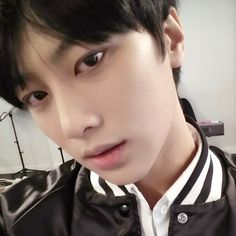 LUCENTE stage name: zhoo    position: rapper    » used to be in busking group, d.o.b    » was a pre-debut member of trophy