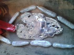 Zilvere hanger met een hartje van goud. By tilltil www.sierraadsels.nl