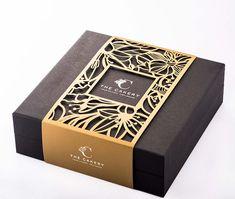 Cake Packaging, Luxury Packaging, Food Packaging Design, Jewelry Packaging, Brand Packaging, Branding Design, Packing Jewelry, Chocolate Packaging, Chinese Moon Cake