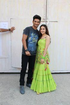 #sushantsinghrajput #saraalikhan Bollywood Images, Bollywood Stars, Sara Ali Khan, Sushant Singh, Stylish Girl Pic, Bollywood Actress, Sari, Actresses, Actors