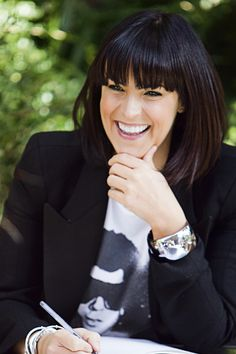 Anna Richardson - her stuff is always fun to watch plus she looks great, I honestly thought she was ten years younger than she is. Cut And Style, Cut And Color, Anna Richardson, Celebs, Celebrities, Great Hair, Hot Actresses, Hair Today, Woman Crush