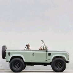 One word cool @coolnvintage  Follow us ---> @dailyoverland  @landrover  #DefenderSeries... Defender 90, Land Rover Defender, Car Side View, Land Rover Series 3, Beach Cars, Le Cap, Cap Ferret, Classy Cars, Range Rover Sport