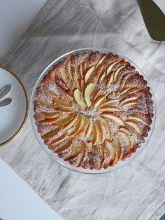 äppel-och-mandelkaka-4 Fika, No Bake Desserts, Ratatouille, Afternoon Tea, Apple Pie, Cake Recipes, Food Porn, Tasty, Plates