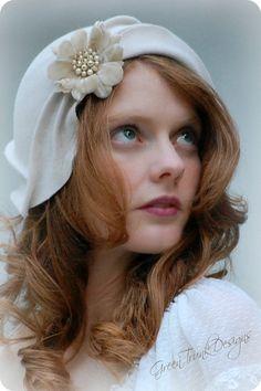 Reserved for Wed Altered Wedding Cloche Hat door GreenTrunkDesigns