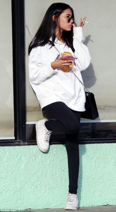 Madison Beer looks unconventionally casual in hoodie Madison Beer Style, Estilo Madison Beer, Madison Beer Outfits, College Outfits, Outfits For Teens, Chic Outfits, Fashion Outfits, Tumbrl Girls, Summer Dress