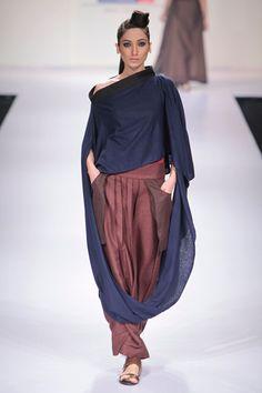 Payal Khandwala at Lakme Fashion Week 2012 Lakme Fashion Week, India Fashion, Runway Fashion, Fashion Trends, Pakistani Outfits, Indian Outfits, Payal Khandwala, Ombre Prom Dresses, International Clothing