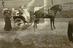 """lesyoussoupoff: """"Grand Duchess Maria Pavlovna and Grand Duchess Elizabeth Feodorovna riding in the carriage, Prince Felix Youssoupoff, Count Sumarokov-Elston standing in the center. """""""