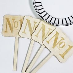 Add a little custom table number for your wedding or engagement! Material: wood Size: 11*20cm  Seller notes: Please kindly leave the different Numbers when you place the order. If you dont leave the numbers, I will arrange to make 1,2,3,4,5,6,7,8,9,10 etc ※※S H I P P I N G • T I M E※※  • Production + delivery take 14 - 20 business days to US/ UK/ Australia/ Canada. • For other places, please feel free to contact us for further checking.   ※※Contact ※※ Please dont hesitate to get in touch…