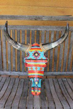 Hand Painted Cow Skull Southwest Pattern - Amazing Homes Interior Bull Skulls, Deer Skulls, Animal Skulls, Cow Skull Decor, Cow Skull Art, Southwest Decor, Southwestern Decorating, Painted Cow Skulls, Hand Painted