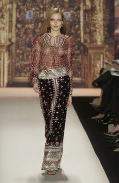 Oscar de la Renta at New York Fashion Week Fall 2002 - StyleBistro