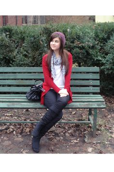 Love the pop of red with the scarf Tomboy Fashion, Cute Fashion, Fashion Beauty, Fashion Ideas, Zara Cardigan, Red Cardigan, Fall Winter Outfits, Autumn Winter Fashion, Fall Fashion