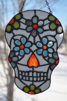 Day of the Dead Sugar Skull Stained Glass Suncatcher Check out this item in my Etsy shop https://www.etsy.com/listing/266112315/day-of-the-dead-sugar-skull-stained Pattern copyright, not for reproduction unless given permission by Thecraftingcoles!!