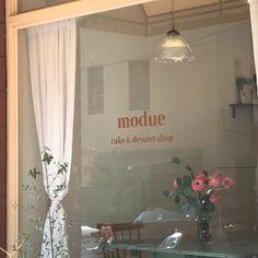 ☁ - 𝒉 𝒐 𝒏 𝒆 𝒚 𝒚 𝒎 𝒊 𝒍 𝒌 ☁ ┊ ᴀᴇs; ᴍᴏᴄʜᴀ w Cream Aesthetic, Brown Aesthetic, Aesthetic Themes, Aesthetic Grunge, Aesthetic Vintage, Aesthetic Photo, Aesthetic Pictures, Korean Cafe, Cafe Interior