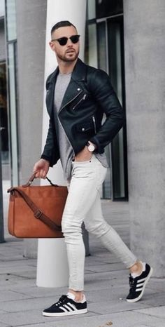 This casual street style pairing of a black leather biker jacket and white skinny jeans is very easy to put together in seconds time, helping you look amazing and prepared for anything without spending a ton of time rummaging through your wardrobe. Look Fashion, Autumn Fashion, Street Fashion, Mens Fashion, Fashion Details, Fashion Ideas, Hipster Outfits, Casual Outfits, Men Casual