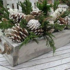 Pine cones, easiest way to decorate for the season#christmas #christmas2015 #christmasdecor #winter #natal #nature #natureza #naturaleza #pinecone#winter#igdecor #igers #Instagram #instahome #hgtv#interiordesign #