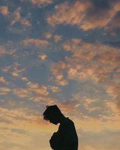 ♡ Pastel soft grunge aesthetic ♡ ☹☻ Troye Sivan ♡☾❂✶✖️☹☻☽❂✶✖️♡ ~αи∂ ι мιѕѕ уσυ мσяє тнαи αиутнιng ιи тнιѕ ωσяℓ∂~ Aesthetic Boy, Aesthetic Photo, Aesthetic Pictures, Wow Photo, Blue Neighbourhood, Photographie Portrait Inspiration, Photography Poses For Men, Portrait Photography Men, Beach Portraits