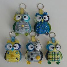 E-mail - ro deback - Outlook Crochet Owls, Cute Crochet, Crochet Animals, Crochet Crafts, Yarn Crafts, Crochet Projects, Amigurumi Patterns, Owl Applique, Crochet Dresses