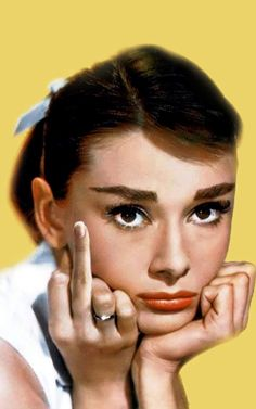 Audrey Hepburn, Photoshopped Finger but Funny, Audrey Hepburn Tattoo, Audrey Hepburn Wallpaper, Audrey Hepburn Quotes, Raw Pictures, Funny Pictures, Retro Aesthetic, Aesthetic Anime, Schulter Tattoo, Cute Wallpaper Backgrounds
