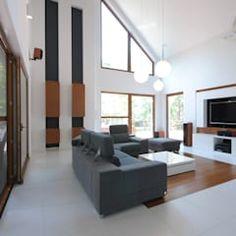 PROJEKT DOMU W ŁOWICZU 200mkw: styl , w kategorii Salon zaprojektowany przez Piotr Stolarek Projektowanie Wnętrz Divider, Real Estate, Houses, Couch, Furniture, Home Decor, Drawing Rooms, Homes, Settee