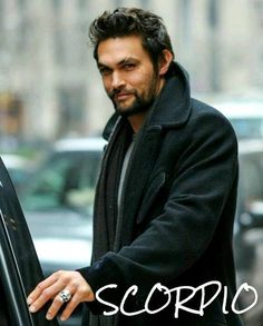 I am posting pictures of Jason Momoa with short hair after his haircut as well as Jason Momoa pictures with long hair. Which hairstyle of Jason Momoa do you prefer, short hair with a casual modern sli Jason Momoa Aquaman, Pretty People, Beautiful People, Pretty Guys, Beautiful Celebrities, Beautiful Things, Look 2018, Look Man, My Sun And Stars