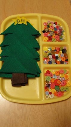 pre-cut felt trees, then let the kiddos sew or glue on buttons as ornaments- cute craft idea for a kids Christmas party Noel Christmas, All Things Christmas, Winter Christmas, Christmas Crafts For Kids To Make At School, Christmas Ideas, Kids Christmas Games, Christmas Party Activities, Simple Christmas, Christmas Dresses