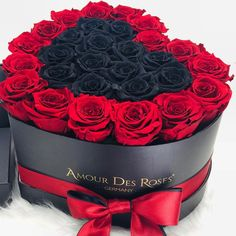 """Amour Des Roses® Rosenbox auf Instagram: """"Perfect Gift for every Woman ❤️🌹#amourdesroses #rosebox #flowerbox #infinity #infinityroses #heart #redandblack #love"""" Flower Boxes, Every Woman, Instagram, Natural, Gifts, Red Roses, Window Boxes, Presents, Planter Boxes"""