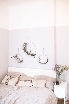 DIY: Eucalyptus wreath- DIY: Eukalyptus Kranz I love eucalyptus and the bedroom was clearly too bare. So I decided to combine both facts and put eucalyptus on the wall. Decoration Bedroom, Diy Home Decor, Wall Decor, Boho Decor, Rustic Decor, Farmhouse Decor, Room Inspiration, Interior Inspiration, Eucalyptus Wreath