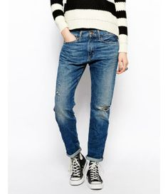 Boyfriend Jeans With Ripped Knee