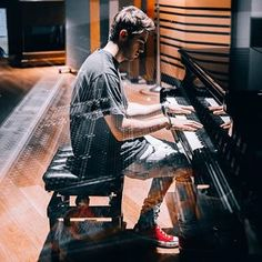 Relax your day🎹🎶 The Chainsmokers Wallpaper, Nothing But The Beat, Andrew Taggart, Fille Gangsta, Ideal Boyfriend, Alan Walker, Hot Mess, Man Crush, Handsome Boys