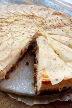 Eiwitrijke kwarktaart met noten, appel en kaneel Cinnamon Cream Cheese Frosting, Cinnamon Cream Cheeses, Healthy Baking, Healthy Snacks, Healthy Recipes, Baking Recipes, Dessert Recipes, Baking Bad, Good Food