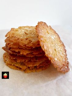 If you like crisp, caramel,coconut and sweet then these little sweet treats are for you! They're absolutely delicious and will store for up to a week if you wish to make ahead. They also make lovely gifts too! Nice easy recipe using regular Coconut Desserts, Coconut Cookies, Coconut Recipes, Baking Recipes, Cookie Recipes, Delicious Desserts, Dessert Recipes, Yummy Food, Cookie Ideas