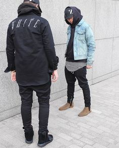 You can add colour to any all black outfit by matching it with a denim jacket and a pair of brown boots #StyleMadeEasy