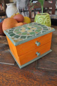 Mosaic box. Caja de madera mosaiqueada.  #Mosaic #Mosaiquismo #venecitas