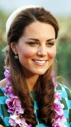 Wow! Kate really took a tropical look for the tour! Her hair is looking healthy as usual,though.