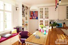 Retro jídelny inspirace - Barevný byt na Žižkově | Favi.cz Corner Desk, Living Spaces, Divider, Gallery Wall, Retro, Furniture, Architekti, Design, Home Decor