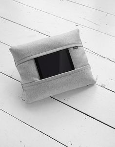 aol-coqoon-tablet-pillow-grey