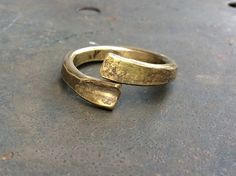 Gehämmert Muster Ring.Verstellbar Steampunk Ring.Wikinger Messing Ring.Men's Messing Ring.Gehämmert Messing Schmuck .Unisex Ring von Designvonmerrill auf Etsy